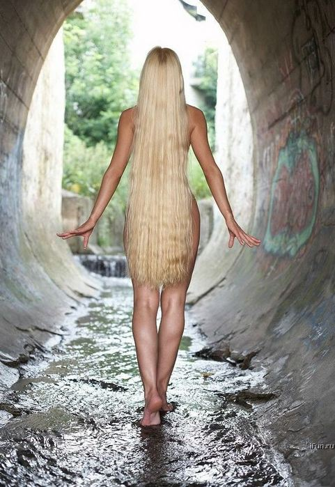 foto-golih-blondinok-s-dlinnimi-volosami