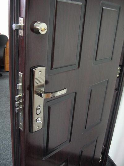 поставить домой железную дверь