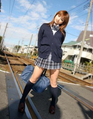 школьницу в юбке ебут в жопу