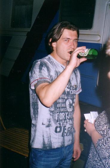 Лева - би-2 с бутылкой пива