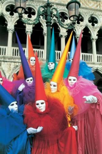 Венецианские карнавальные костюмы и маски.