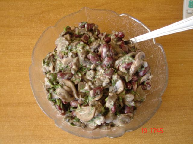 Салат из грибов перца и фасоли