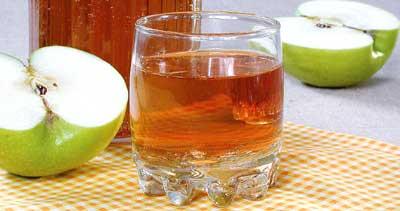 3) Дрожжи...  Вкусный яблочный напиток готов.