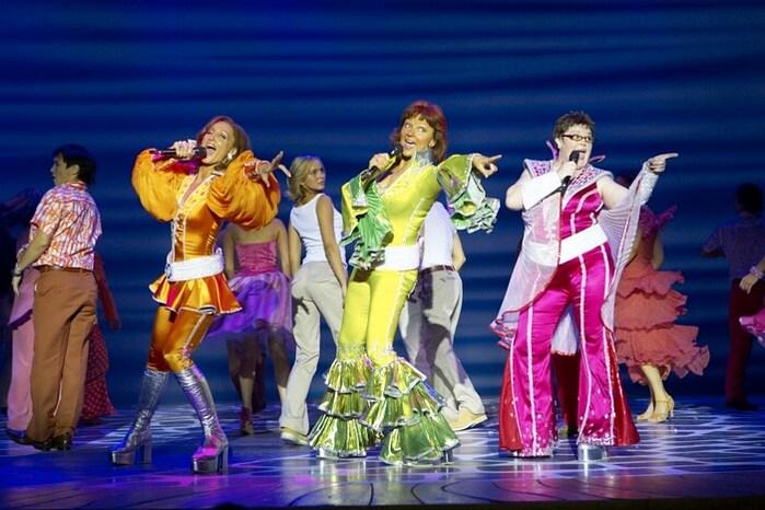 Знаменитый мюзикл Mamma Mia возвращается на сцену Московского дворца молодежи.