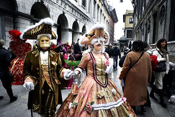 Новый год в стиле венецианского карнавала.  Да!