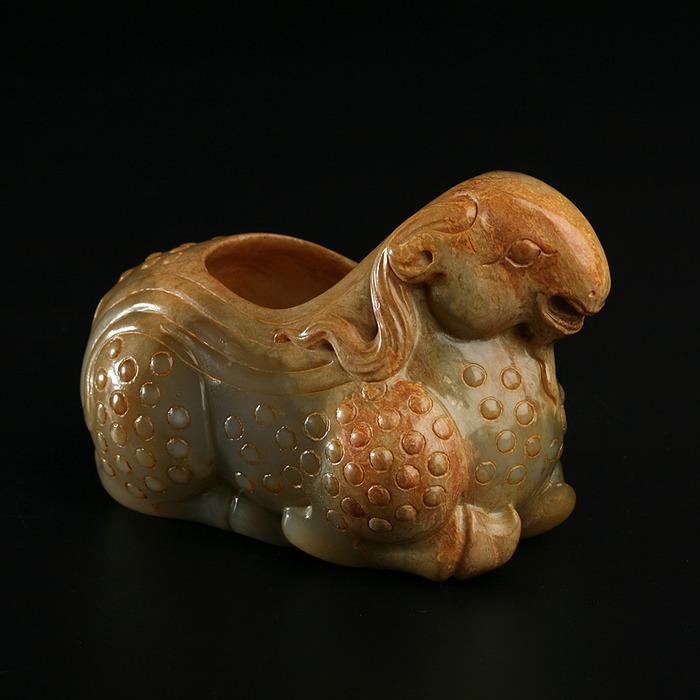 Чернильница в виде горного барана  Сине-зеленый нефрит.  Китай, Начало Династии Цин (1644-1911)