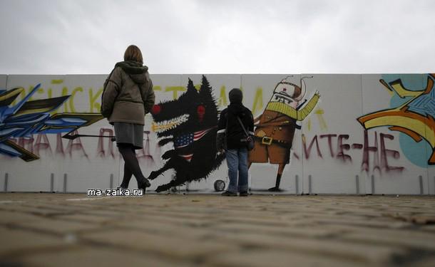 Установка части Берлинской стены в Софии