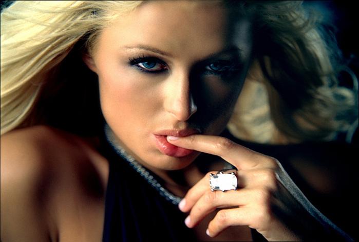 VIDEO DE STARS NUES  Paris Hilton nettoie la dernière Rolls Royce et