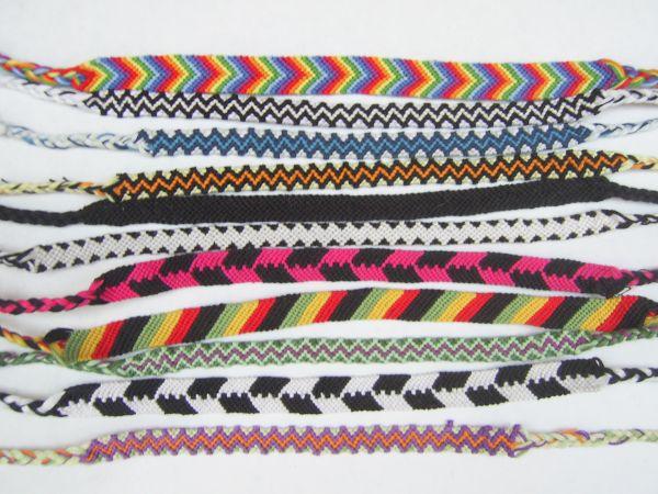 Сегодня их известность приняла немного другое направление.  Их плетут из ниток, бисера, шнурков, кожи, лент...
