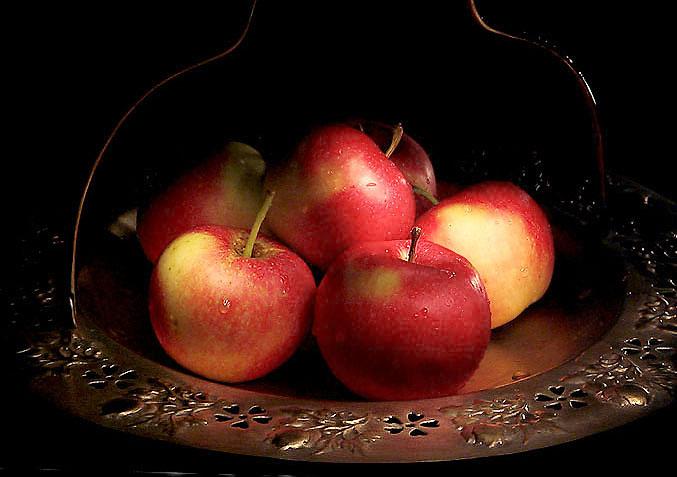 Фотография Просто яблоки - фотограф Влад А.. Использована фототехника цифровая фотокамера FujiFilm FinepixS2Pro...