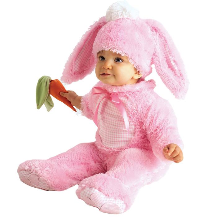 Милое дитя в костюме зайца