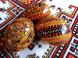 В Косове, Коломые и Вижнице весной, перед Пасхальными праздниками.