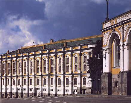 Один из самых старейших и богатых музеев Московского Кремля - Оружейная палата, обладающая замечательным собранием...