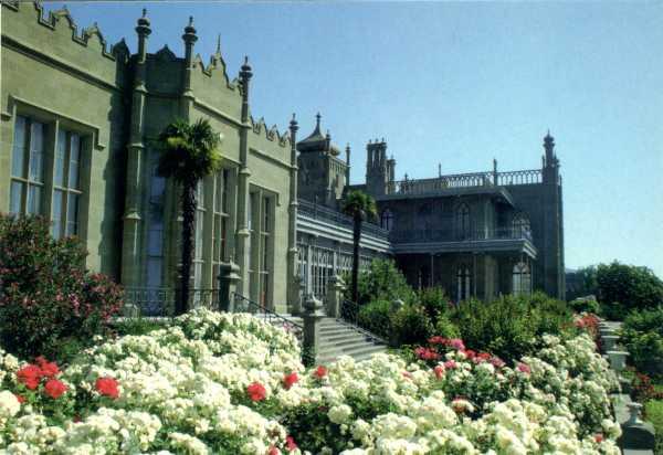 фасад дворца (600x412, 34Kb)