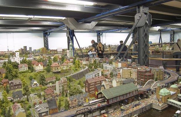 Крупнейшая в мире модель поездов