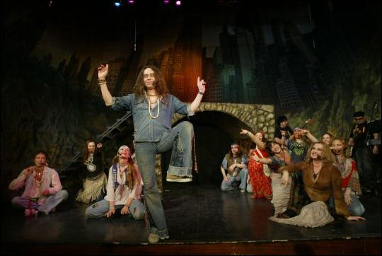 Сцена из постановки Московского театра музыки и драмы Стаса Намина