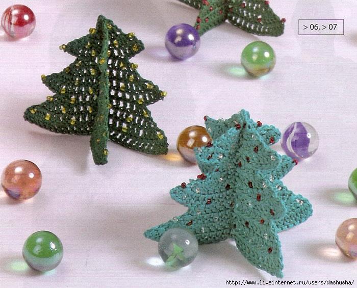 Украсим дом к Новому году!  Надо: зеленая х/б нить, бусины, крючок 1-1,5 Связать по схеме 2 детали...