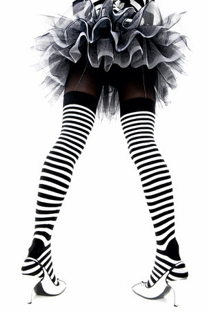 2051086_10657622_8919945_7785845_7170155_6890143_Tutus_and_Stripes_by_PollyannePocket (300x451, 27Kb)