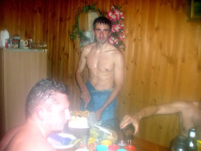 В новый год мы с друзьями ходим в баню