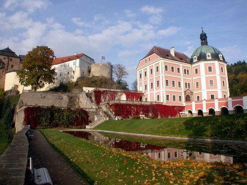 Крепость и замок Бечов над Теплоу