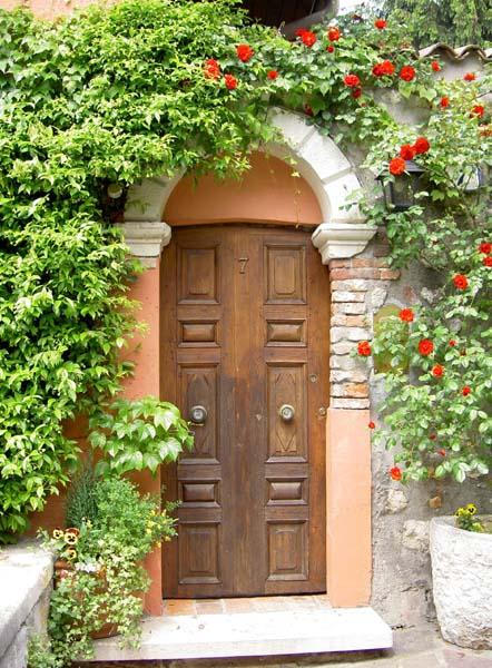 Дверца Открывает