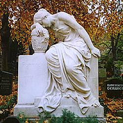 Мне не очень нравятся кладбища, точнее, что именно произошло с большинством людей, которые туда попали.