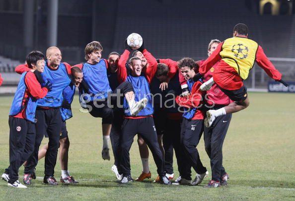 Entrenamiento del Manchester United 19/2/2008 .... Lyon, FR 18381543_79839997af3