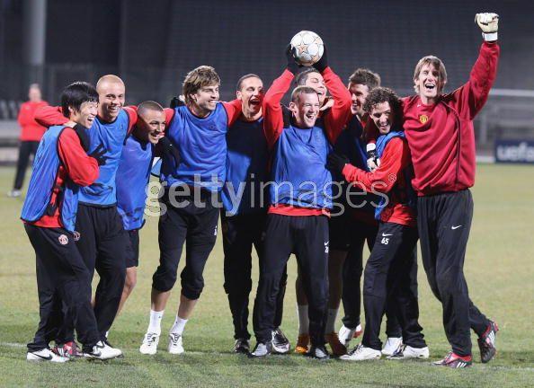 Entrenamiento del Manchester United 19/2/2008 .... Lyon, FR 18381546_79840071nb9