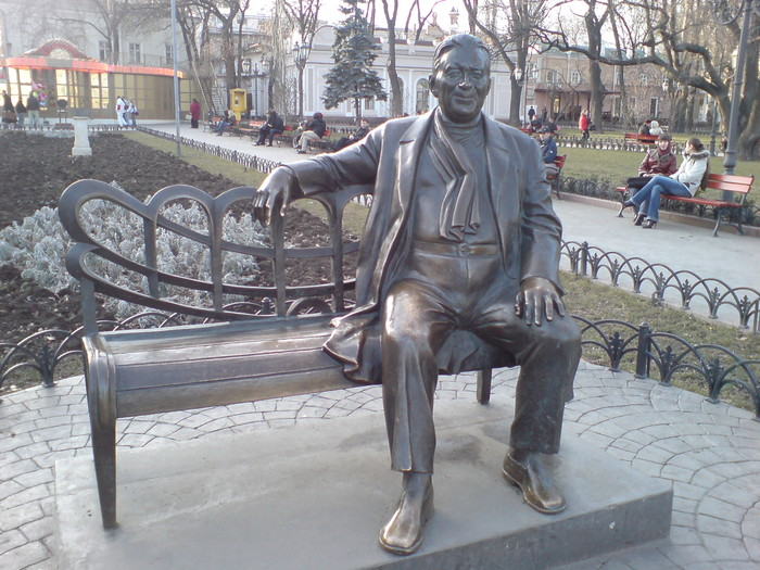 http://img1.liveinternet.ru/images/attach/b/3/19/104/19104438_utesov1.JPG