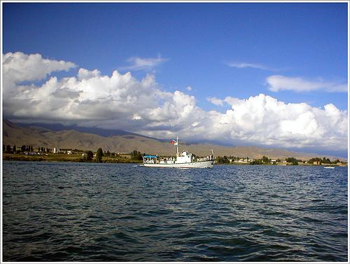 Иссык-Куль - бессточное озеро на Северном Тянь-Шане, в северо-восточной части Киргизии.  Это одно из крупнейших...