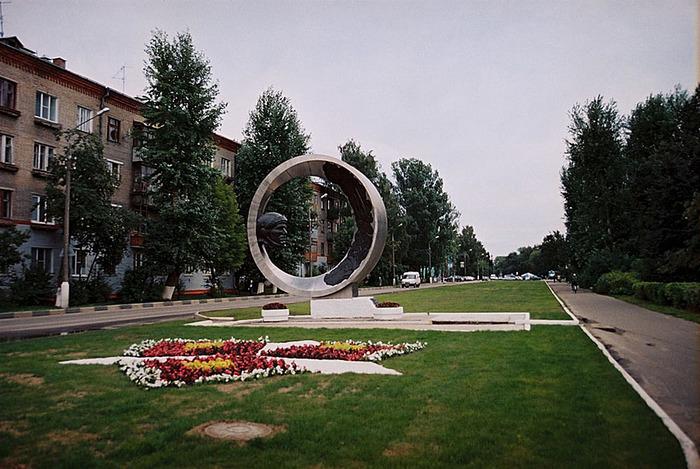 http://img1.liveinternet.ru/images/attach/b/3/21/154/21154182_gagarin_v_kolomne.jpg