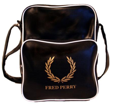 ...модных молодежных сумок Fred Perry красного, ченого и белого цветов.