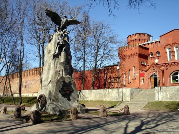 Памятник героям 1812 г
