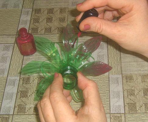Как сделать из бутылки цветы своими руками фото