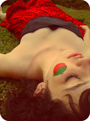 Strawberry_fields_forever_by_earthly_muse (300x403, 32Kb)