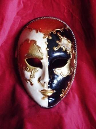 Венецианская Дама (Dama di Venezia) - очень элегантная и изысканная маска, изображающая знатную венецианскую...