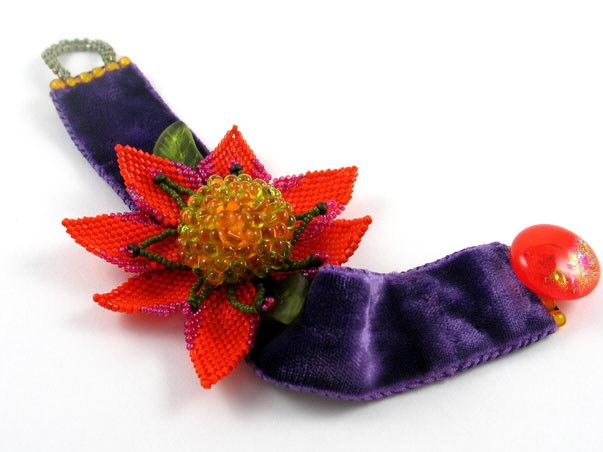 Красивые браслеты из бисера. www.beadyeyedwomen.com.  Джаннет Кук (Jeannette Cook) занимается бисероплетением четыре...