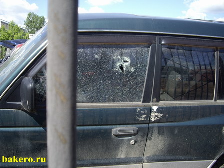 Расстрелянный джип Mitsubishi Pajero