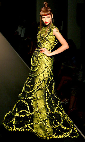 http://img1.liveinternet.ru/images/attach/b/3/28/544/28544406_jean_paul_gaultier_paris_fashion_week.jpg
