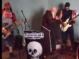 Брат Цезарь, 62-летний монах-капуцин солирует в группе, исполняющей музыку в стиле хэви-метал