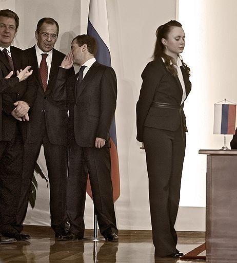 Медведев и девушка