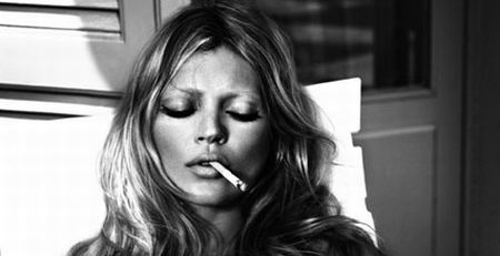 kate-moss-criticized-for-smoking-in-public_14 (450x231, 15Kb)