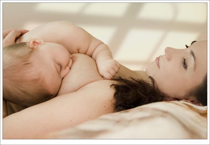 Однако, в первые же дни после родов молодая мама понимает, насколько сложно