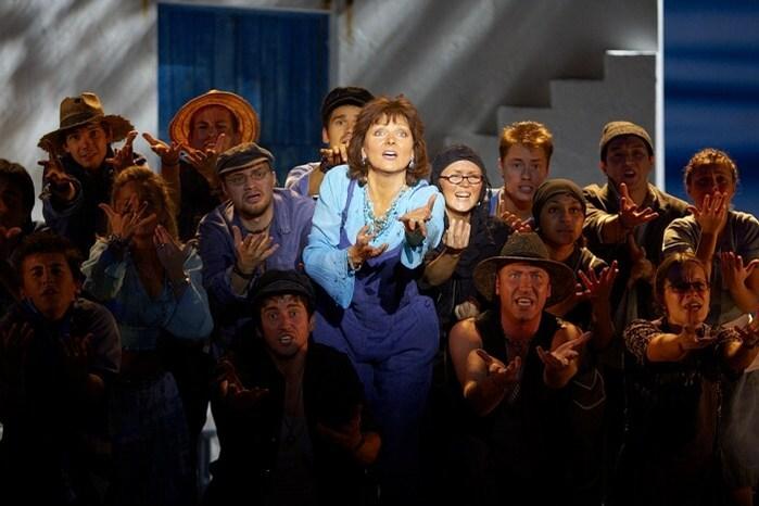 """На днях в Московском Дворце Молодежи начались репетиции блистательного мюзикла  """"MAMMA MIA! """", основанного на 22 хитах..."""