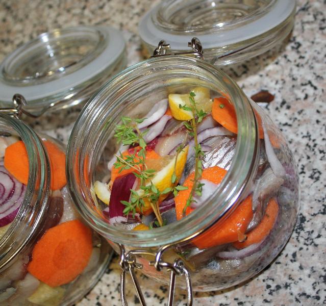 Холодные закуски из рыбы. 41600882_selyodka