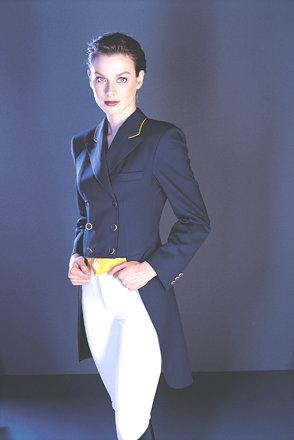 Сегодня дизайнеры все чаще предлагают носить фрак с повседневной одеждой.