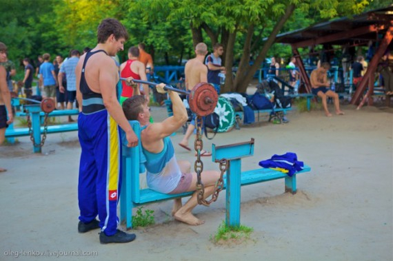 качалка на киевском гидропарке фото 3 (570x379, 215Kb)