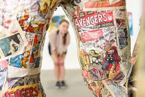 Британский художник уничтожил редкий комикс «Мстители»