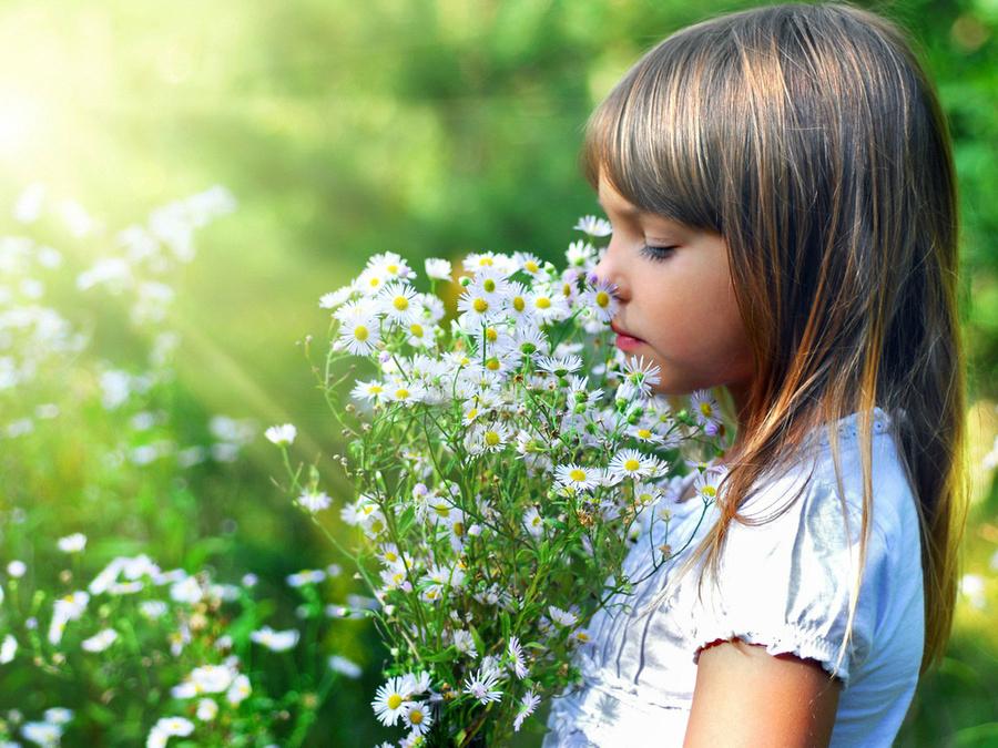 Маленькая девочка с цветами картинки 3