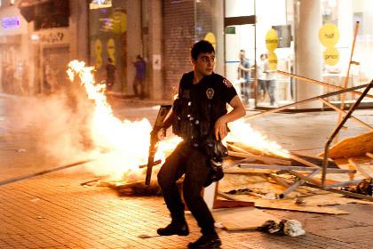 Беспорядки в Турции 1 (420x280, 58Kb)